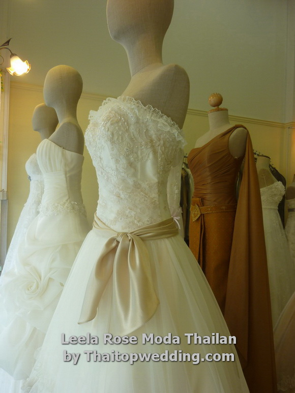 Thaitopwedding » Thai brial sample wedding gown.