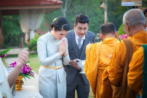 Thai traditional wedding dresses, Nation Costume, Wedding dress ...