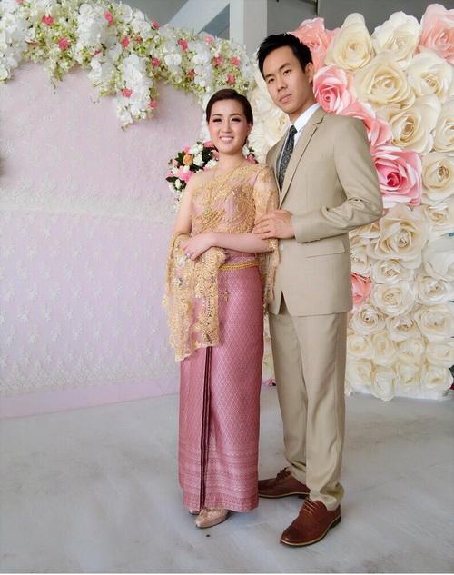 Real Thai attire in wedding ceremony.