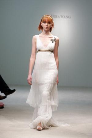 แฟชั่นเสื้อผ้าผู้หญิง Wedding Dress จาก Vera Wang ทรงวี