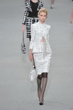 Chanel แฟชั่น การแต่งกาย นางแบบ คนที่ 4