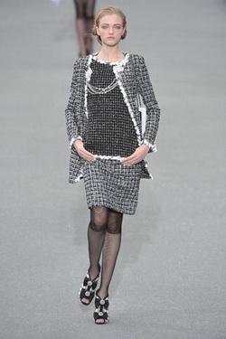 แฟชั่นชุดเดรส Chanel การแต่งกาย นางแบบ คนที่ 7