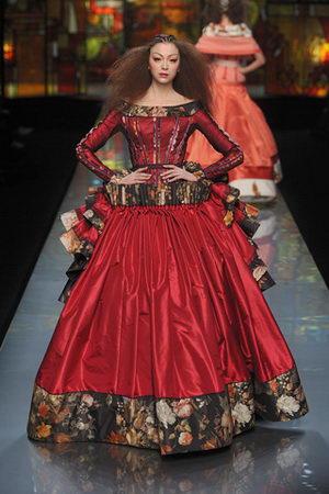 John Galliano ชุดเดรสแฟชั่น Christian Dior