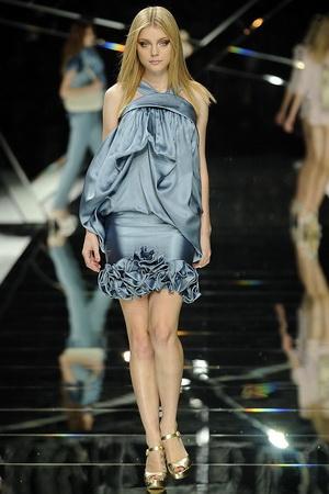 ชุดราตรีสั้น ปี 2009 ของ Ellie Saab แบบแรก