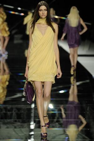 Ellie Saab กับชุดราตรีสั้น ปี 2009 งานชิ้น ที่ 5