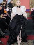 แบบเสื้อผ้า โอต กูตูร์ ( Haute Couture ) ของ Christian Lacroix
