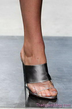 แฟชั่นรองเท้า prada