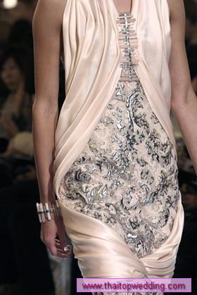 ชุดสั้น  ผมหน้าม้า ทําไฮไลท์สีขี้เถ้า เก๋เท่ห์มากๆ Chanel 2010 สวยจริงๆน๊ะจะบอกให้