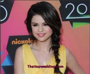 การถักเปียแบบเส้น เชือกของดารา Selena Gomez