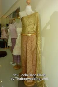 ชุดไทยพระราชนิยม ผ้าไหมสอดดิ้น เสื้อสีทอง ปี 2554 ที่นำมาประยุกต์ ผ้าไหมสอดดิ้น สไบ ผ้าลูกไม้ฝรั่งเศส