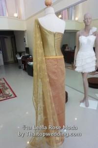 มุมมองตัวผ้าถุงลายไทย dress ไทยๆสีทอง ด้านหลังชุดไทยเจ้าสาว ชิ้นก่อน