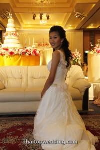 ชุดแต่งงานแขนเสื้อกล้าม ตัวอย่างเจ้าสาวของไทยท๊อป