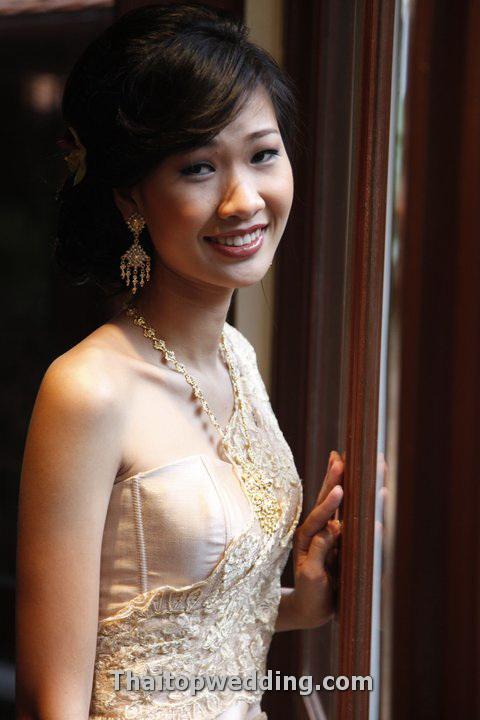 ชุดไทยสีทอง ชุดเก่งเจ้าสาวแต่งงานแบบไทยท๊อปยอดนิยม