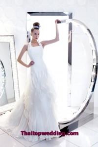 ชุดแต่งงานแบบคอเหลี่ยม คล้องคอทรงใหม่ 2011