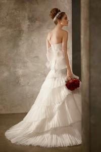 กระโปรงชุดแต่งงานแบบระบายพีทสวยๆ จากเจ้วีลาแวงค์