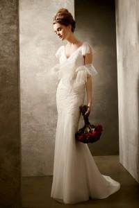 ชุดแต่งงานคอวี จาก vera wang
