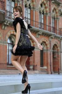 ชุดดำ แบบ Emma Watson ที่จะดังสุดๆ 2011