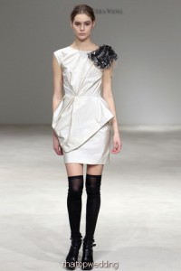 ชุดหมั้นแขนสั้น Vera Wang 2012