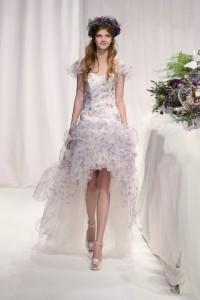 ชุดแต่งงานเจ้าสาว ลายดอก 2012 แบบมีแขนระบาย
