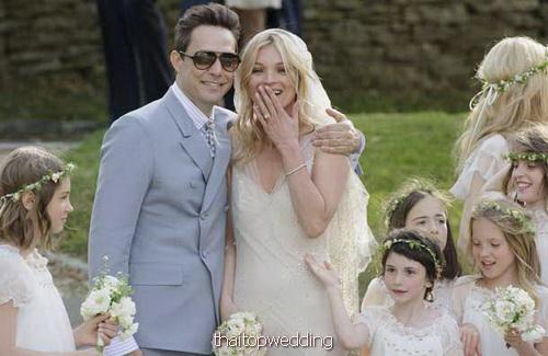 ชุดเจ้าสาววินเทจ แบบเคท มอสส์ ภาพงานแต่งงาน หรูหรา วันนี้