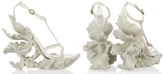 รองเท้าศิลปะ Alexander McQueen หาของแบรนด์เนม มาตั้งในบ้าน