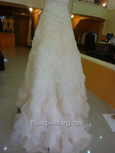 ชุดแต่งงานดอกกุหลาบ 2012 ร้าน Leela Rose