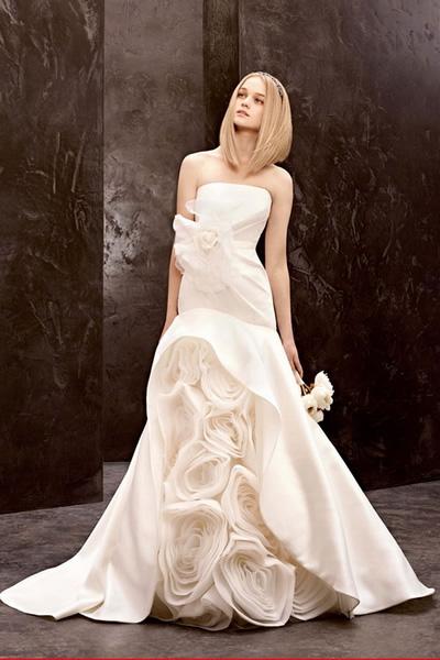 เทรนด์ชุดแต่งงาน 2012 ประดับดอกไม้