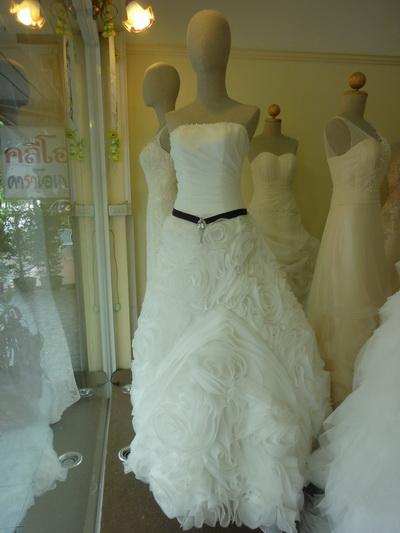 ชุดแต่งงาน เกาะอก เปิดหลัง ผ้าลูกไม้ แบบไทย Leela Rose