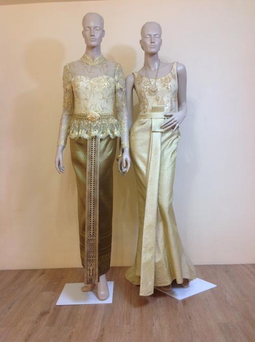 ชุดไทยสีทอง คอเสื้อแบบต่างๆ มีให้เลือก