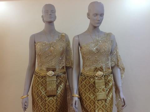 ชุดไทยเจ้าสาวใหม่ๆ ตัวอย่าง