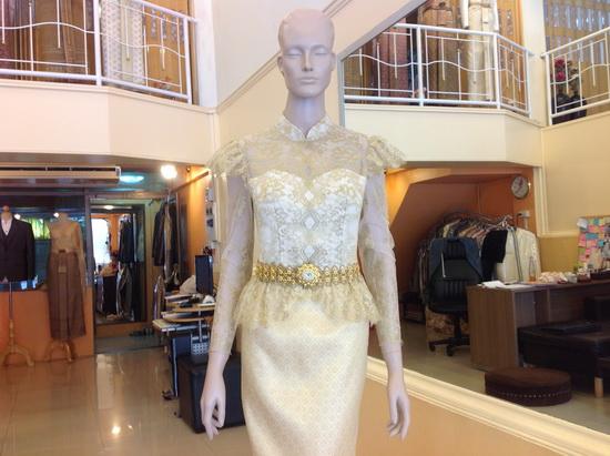 ชุดไทยผ้าลูกไม้ สีเหลือง ชุดไทย มีแขน มาใหม่