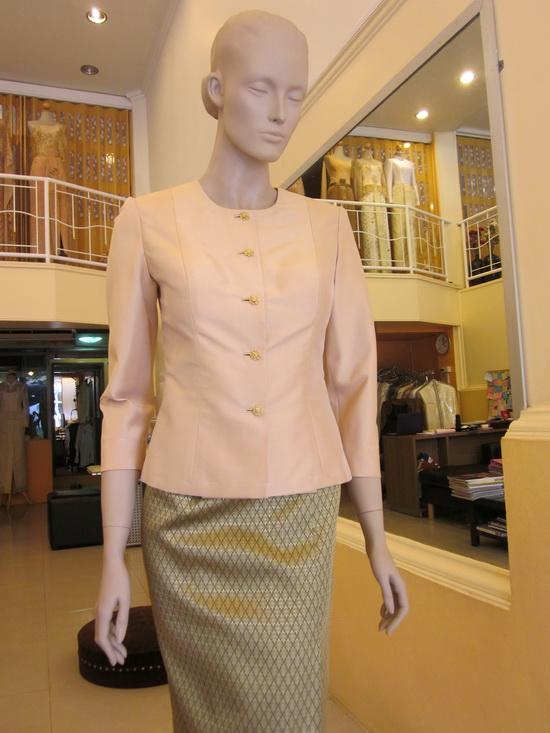 ชุดไทยเรือนต้น ชุดไทยมีแขน เสื้อผ้าไหม คอกลม