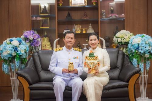 ขอบคุณ ภาพ ชุดไทย สมรสพระราชทาน คุณเพ็ญ
