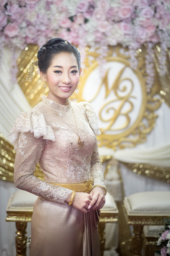 รูป ชุดไทยแต่งงานประยุกต์