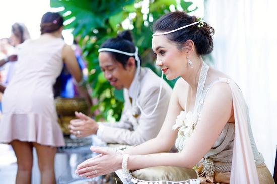 ชุดไทย ชุดไทยเจ้าสาว ห่มสไบ